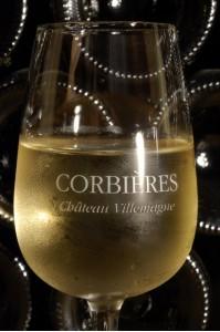 Un verre de Château Villemagne Blanc !